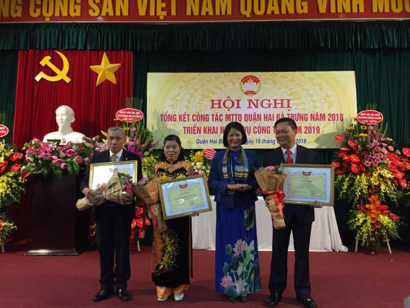 MTTQ quận Hai Bà Trưng được nhận Cờ thi đua của UBND TP Hà Nội