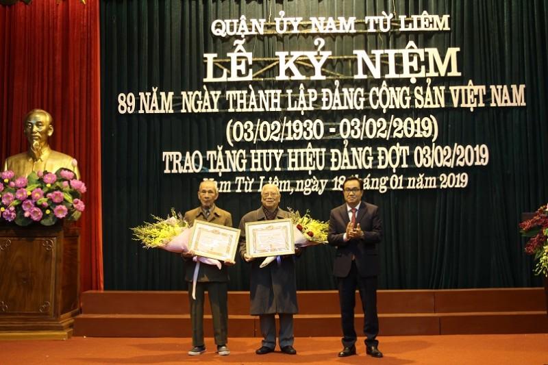 Quận Nam Từ Liêm: Trao 163 Huy hiệu Đảng đợt 3/2/2019