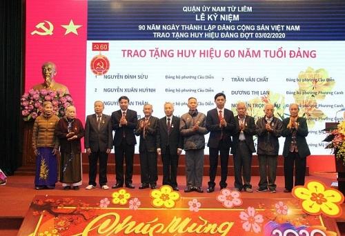 169 đảng viên quận Nam Từ Liêm được trao Huy hiệu Đảng đợt 3-2