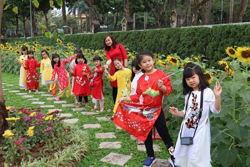 Tận hưởng không khí ngày xuân tại Hoàng Thành Thăng Long