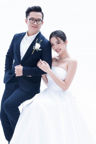 Á hậu Thúy An bất ngờ tung bộ ảnh cưới cùng chồng Tiến sĩ