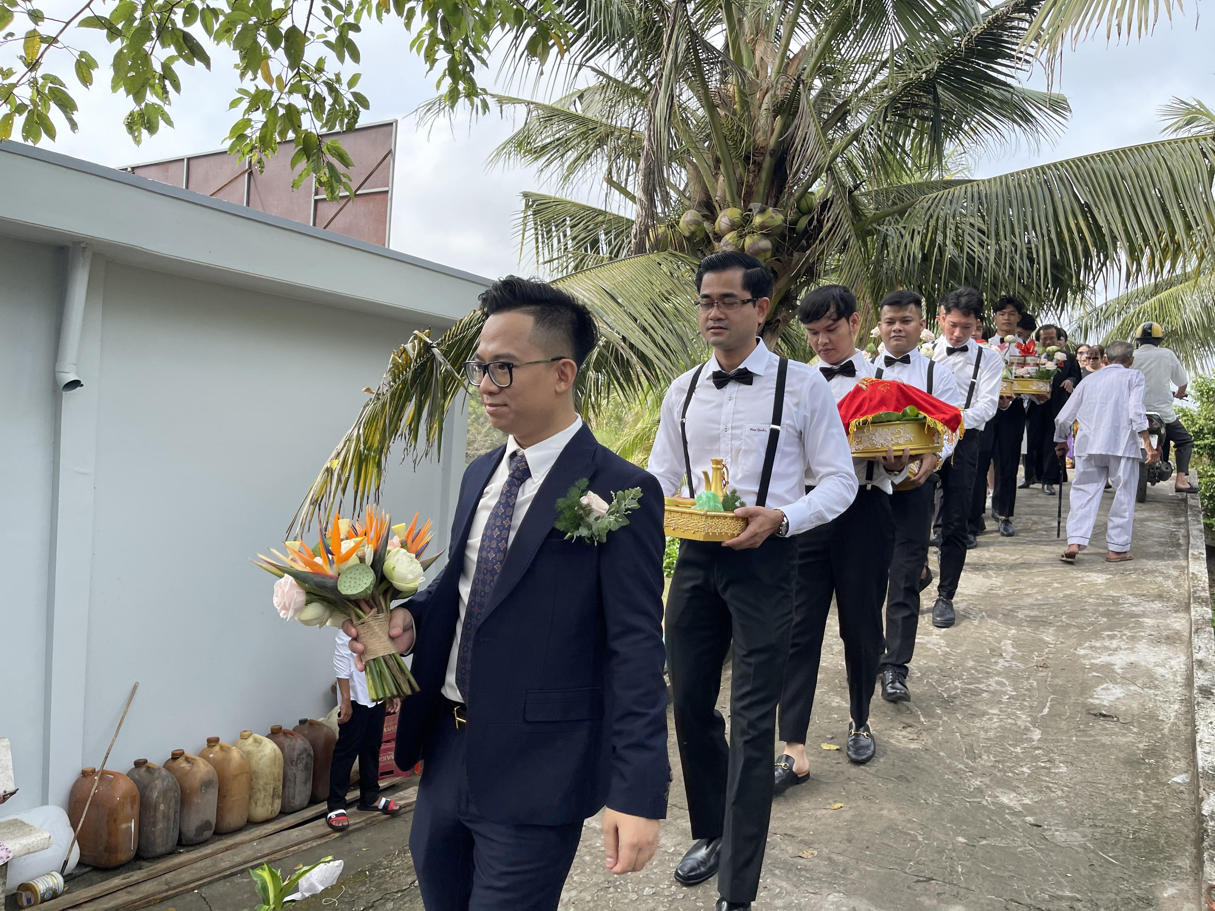 Đám cưới Á hậu Thuý An đậm chất miền Tây