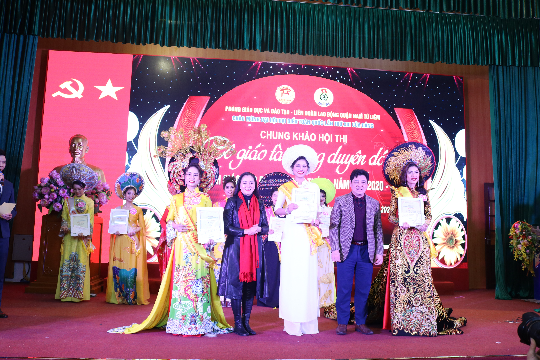 Tôn vinh vẻ đẹp, tài năng, nét duyên dáng của nữ nhà giáo quận Nam Từ Liêm