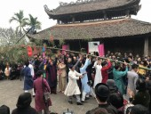 Tái hiện phong tục dựng Nêu ngày Tết thu hút giới trẻ Thủ đô