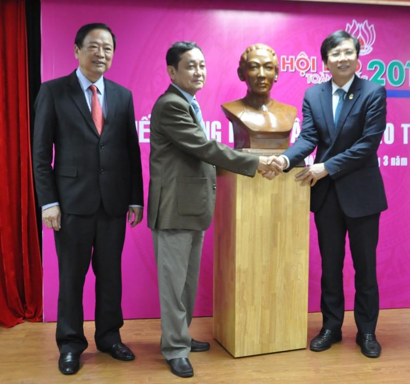 Gần 1.400 tư liệu, hiện vật được hiến tặng cho Bảo tàng Báo chí Việt Nam