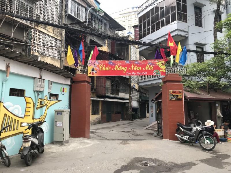 khu tap the phu nu trung uong khoac mau ao moi