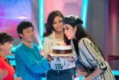 Hoàng Thuỳ đón sinh nhật sớm cùng Hoài Linh, Việt Hương