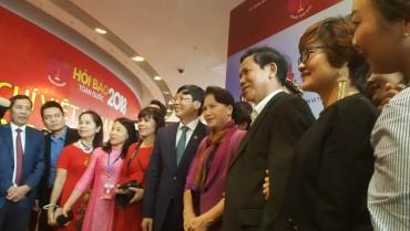 Chủ tịch Quốc hội Nguyễn Thị Kim Ngân đến thăm Hội báo toàn quốc 2018