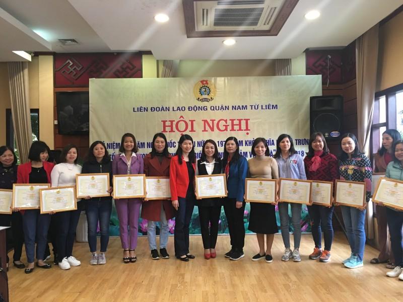 Khen thưởng 117nữ CNVCLĐ đạt danh hiệu 'Giỏi việc nước - Đảm việc nhà'
