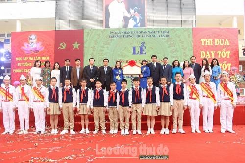 Trường THCS Nguyễn Du đón bằng công nhận đạt chuẩn Quốc gia