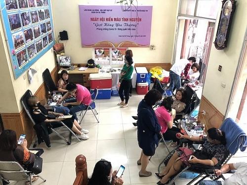Đoàn viên Công đoàn quận Hai Bà Trưng tham gia hiến máu tình nguyện