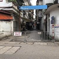 Việc cách ly các hộ dân trên địa bàn phường Quỳnh Lôi được tiến hành kịp thời