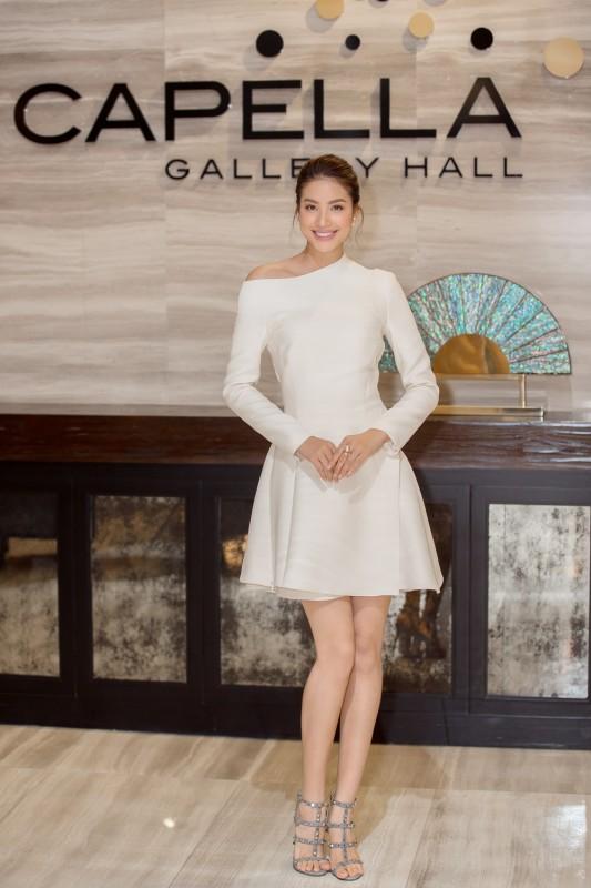 Hoa hậu Phạm Hương ra mắt MV 'Và lắng nghe mình'