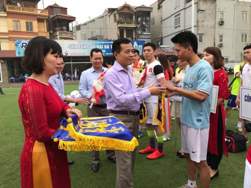Khai mạc Giải bóng đá truyền thống CNVCLĐ và LLVT quận Hai Bà Trưng lần thứ XVII