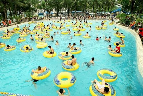 Công viên Nước Hồ Tây giảm 80% giá vé trong ngày đầu tiên mở cửa