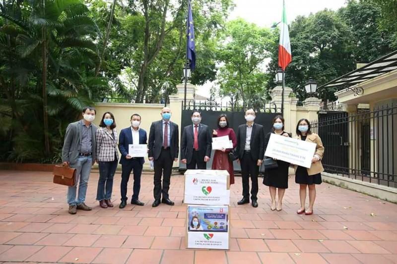 Việt Nam hỗ trợ 88 nghìn khẩu trang và vật dụng y tế tới Italia ứng phó dịch Covid-19
