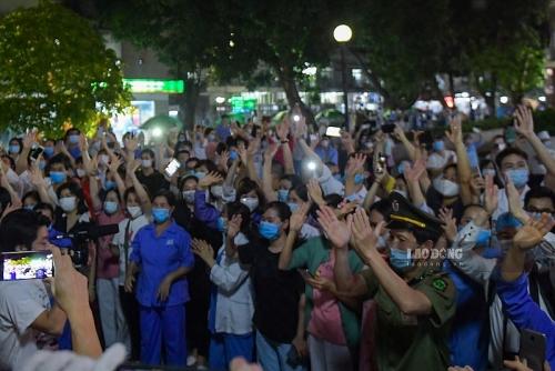 Dỡ phong toả Bệnh viện Bạch Mai: Lạc quan nhưng không được lơ là!