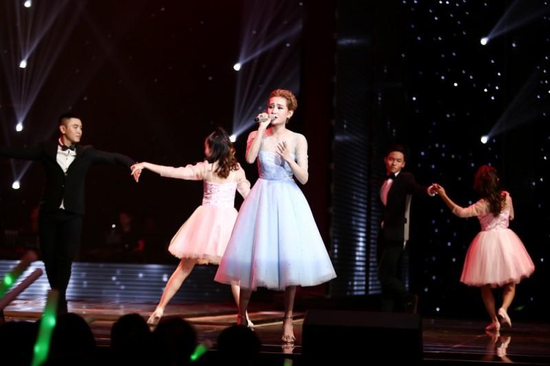Hiền Hồ gây sốt với màn hóa công chúa 'Cinderella'