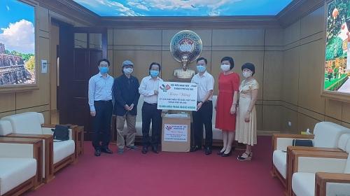 Hội Hữu nghị Việt - Pháp thành phố Hà Nội ủng hộ10.000 khẩu trang y tế để phòng chống dịch