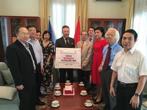 Hội hữu nghị Việt - Séc thành phố Hà Nội chung tay ủng hộ Séc trong công tác phòng chống dịch