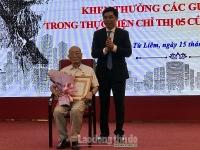 146đảng viên lão thành quận Nam Từ Liêm được trao Huy hiệu Đảng đợt 19/5