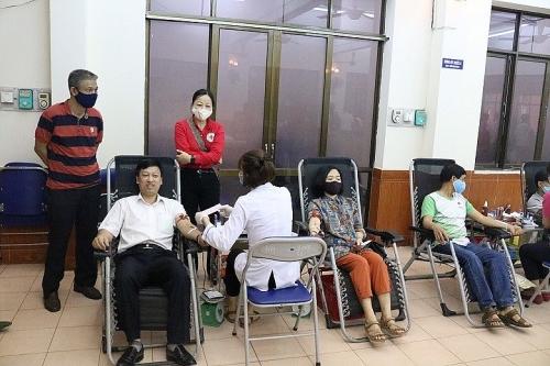 Hơn 100 công nhân, viên chức, lao động quận Nam Từ Liêm hưởng ứng hiến máu tình nguyện