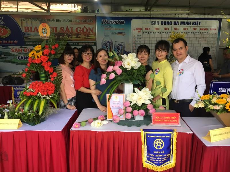 Tổ chức Hội thi cắm hoa nghệ thuật chào mừng 90 năm Công đoàn Việt Nam