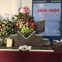 """Nhà báo Hồ Quang Lợi ra mắt cuốn sách """"Thời cuộc và văn hoá"""""""