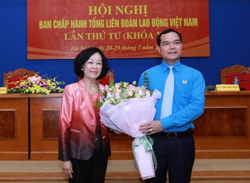 Đồng chí Nguyễn Đình Khang được bầu làm Chủ tịch Tổng Liên đoàn Lao động Việt Nam