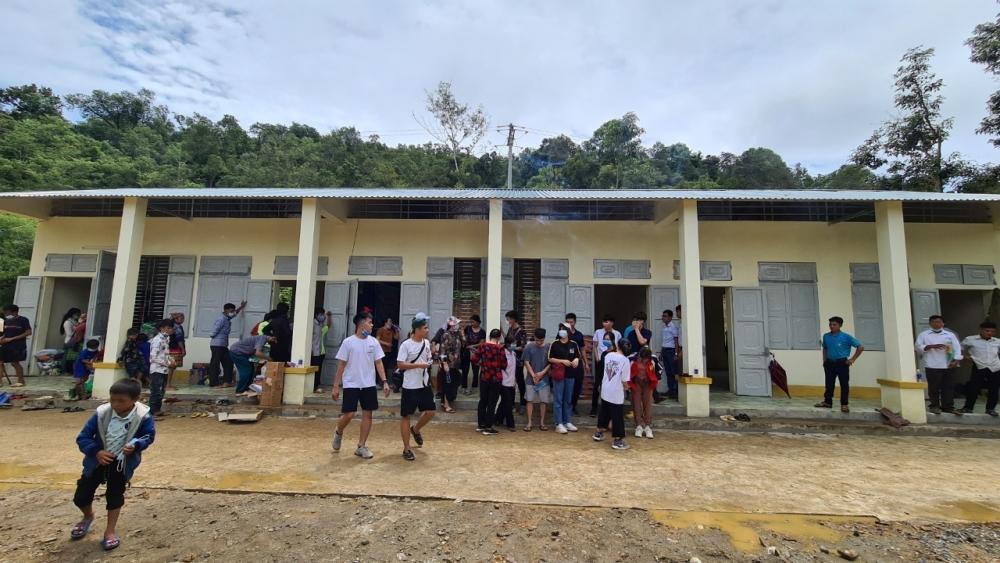 Chung tay xây điểm trường cho trẻ em vùng cao Huổi Văn