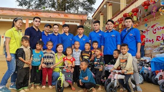 Tuổi trẻ quận Nam Từ Liêm mang Tết Trung thu đến với trẻ em vùng cao
