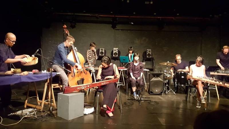 Đây cũng là một hướng đi nhằm giúp âm nhạc dân gian Việt Nam phát triển trong đời sống đương đại.