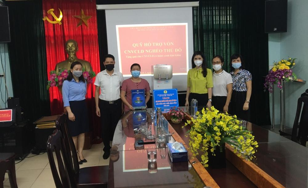Quỹ trợ vốn trao quà cho đoàn viên có hoàn cảnh khó khăn quận Nam Từ Liêm
