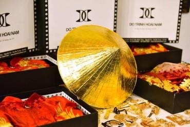NTK Đỗ Trịnh Hoài Nam mang nón lá dát vàng quảng bá tại Úc