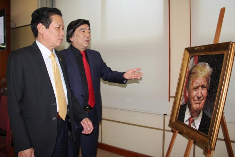 Phác họa chân dung lãnh đạo các nền kinh tế APEC bằng tranh ghép gốm