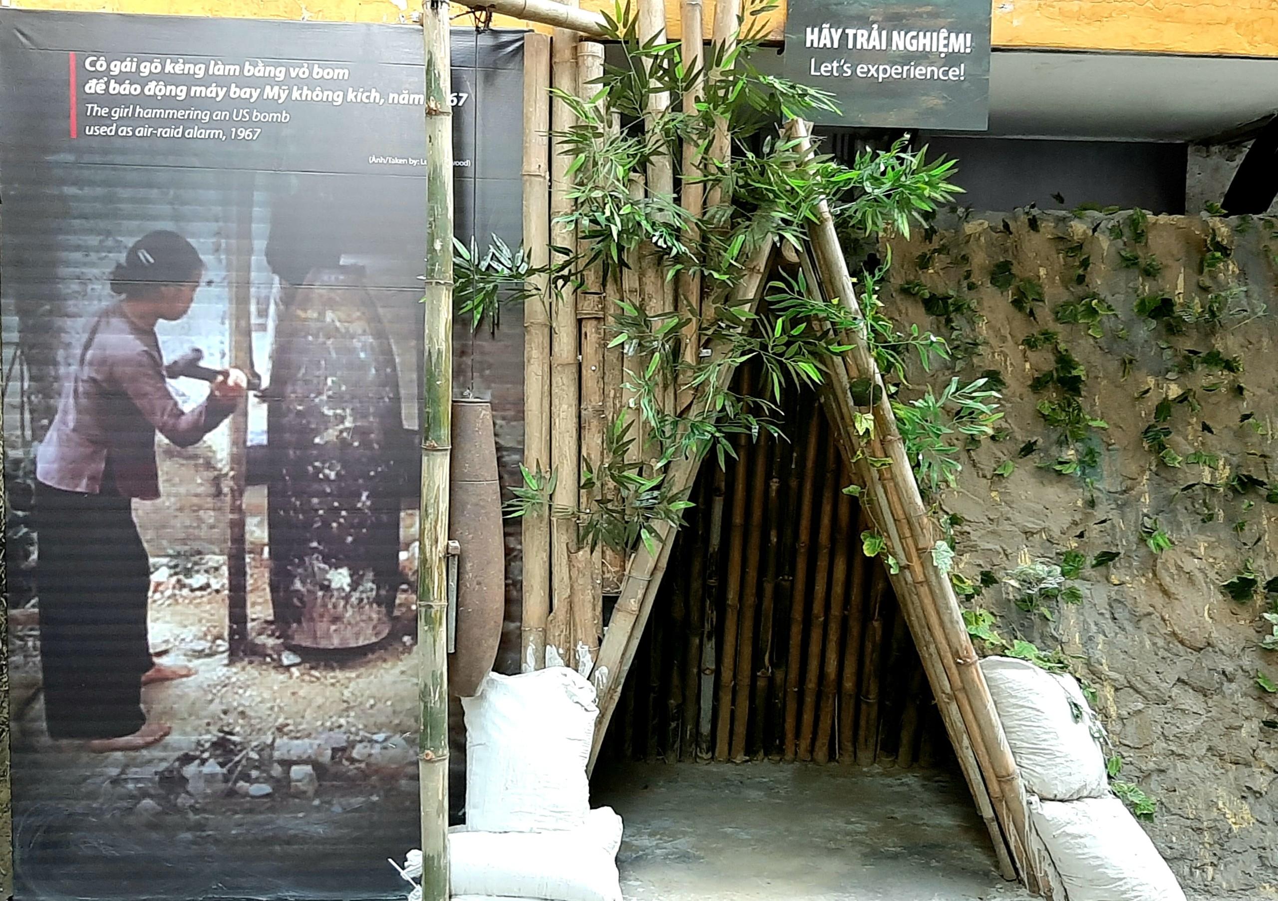 Trải nghiệm đội mũ rơm và ẩn nấp trong hầm chữ A tại di tích Nhà tù Hỏa Lò