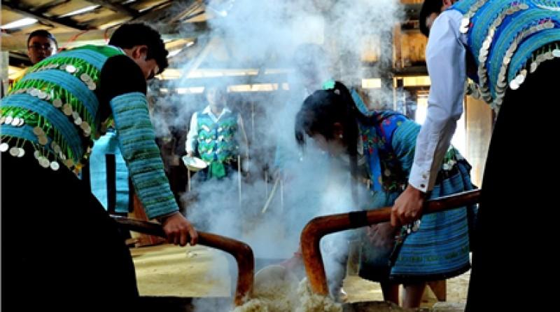 Thưởng thức món ngon vùng miền tại Làng Văn hóa - Du lịch các dân tộc Việt Nam