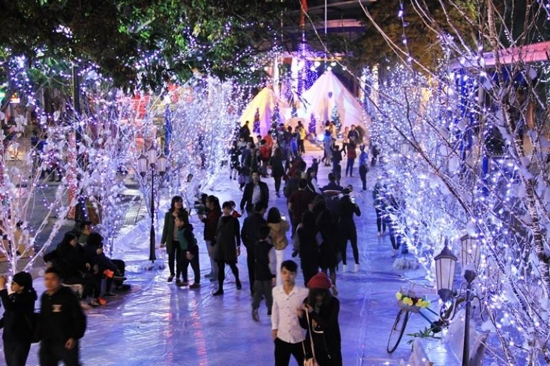 Thưởng ngoạn Giáng sinh châu Âu tại Công viên Hồ Tây