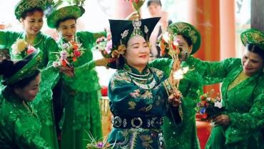 Ra mắt sách ảnh 'Hầu đồng Việt Nam'