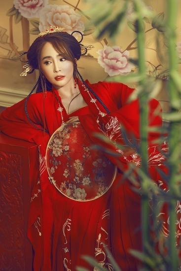 Quỳnh Nga đẹp mê hoặc trong bộ ảnh cổ trang