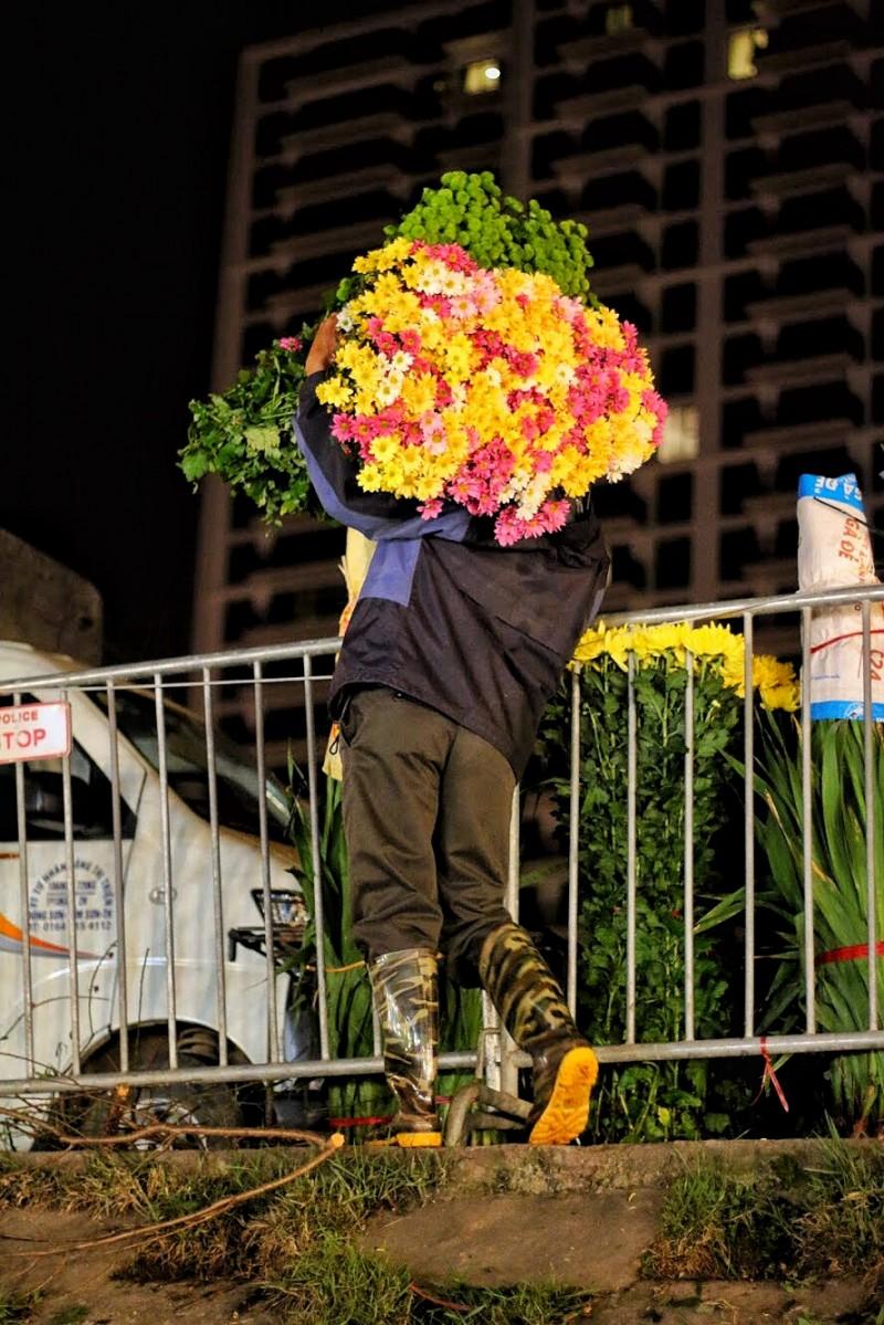 can man nhung chuyen xe hoa cho tet den gan
