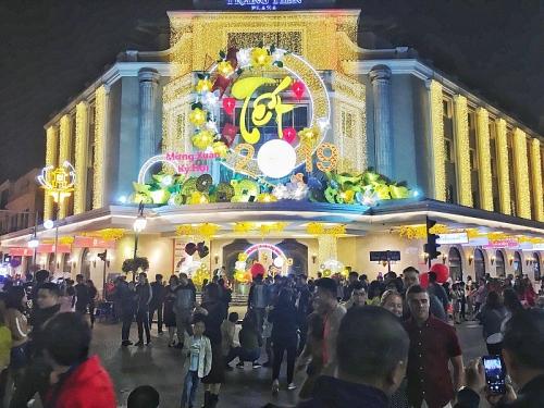 Người dân Thủ đô hân hoan đón năm Kỷ Hợi