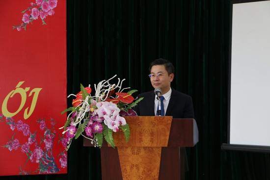 Chủ tịch Liên đoàn Lao động thành phố Nguyễn Phi Thường thăm, chúc Tết người lao động các đơn vị vận tải