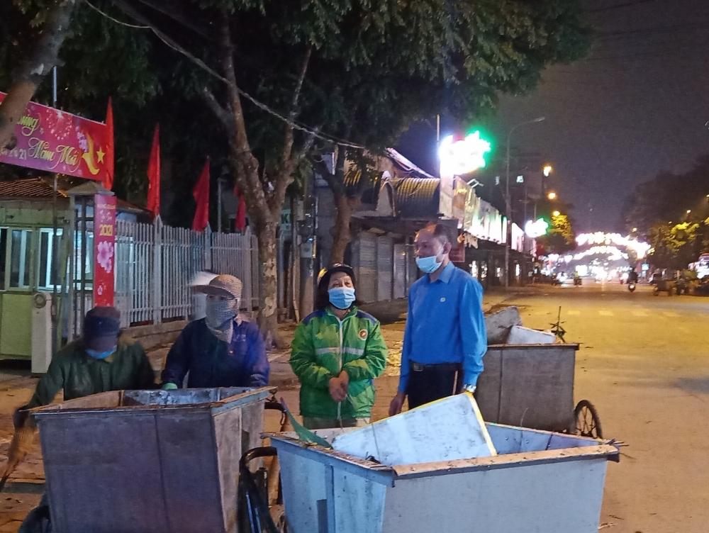 Liên đoàn Lao động huyện Sóc Sơn: Thăm, tặng quà cho các đơn vị làm nhiệm vụ xuyên Giao thừa