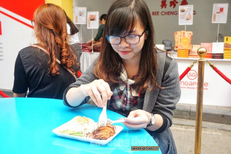 nguoi dan thu do xep hang dai cho thuong thuc am thuc singapore