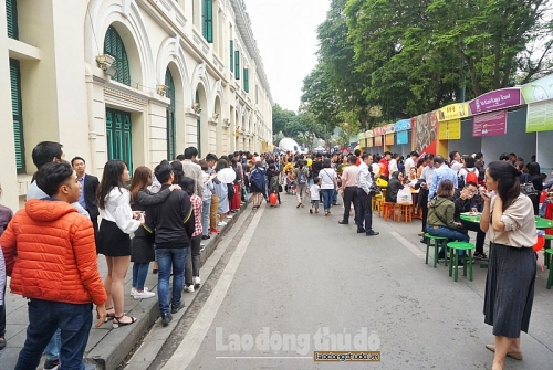 Người dân Thủ đô thích thú thưởng thức ẩm thực Singapore