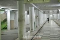 Phố đi bộ dưới lòng đất lớn nhất Hà Nội thưa thớt sau lệnh cấm tụ tập