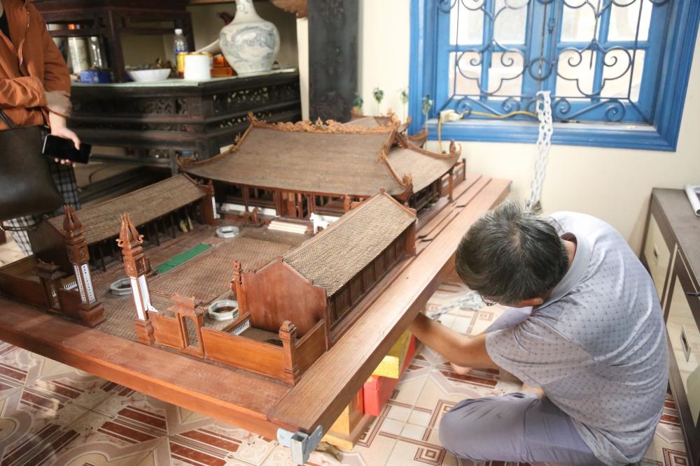 Độc đáo đình làng siêu nhỏ bằng gỗ gụ được chế tác suốt 5 năm