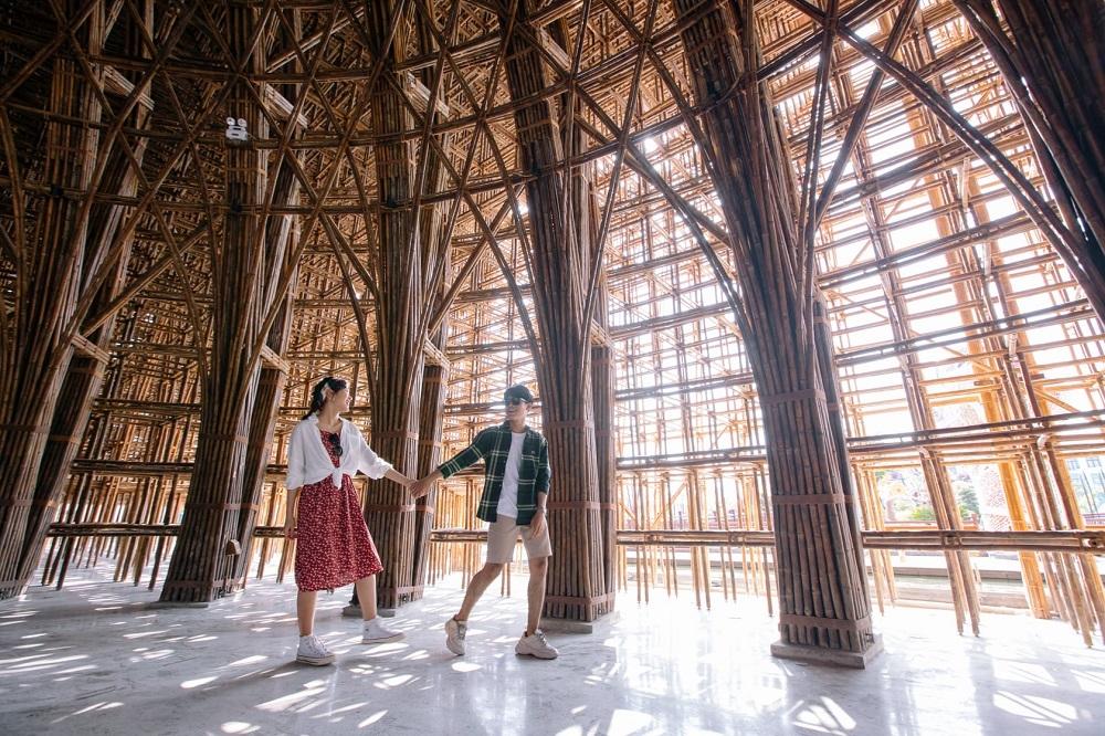 Choáng ngợp trước những hình ảnh đầu tiên của Nhà tre lớn nhất Việt Nam tại Phú Quốc