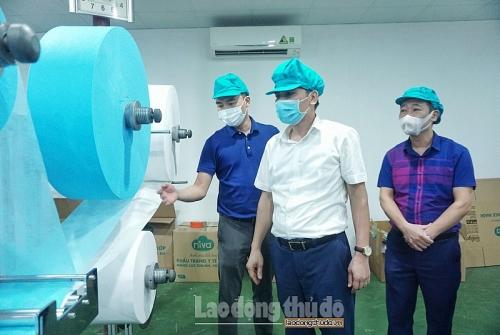 Trao quà hỗ trợ cho công nhân lao động gặp khó khăn bởi dịch Covid-19